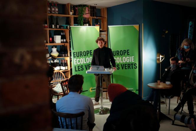 Le secrétaire national d'EELV, Julien Bayou, lors d'une conférence de presse à Paris, le 19 janvier.