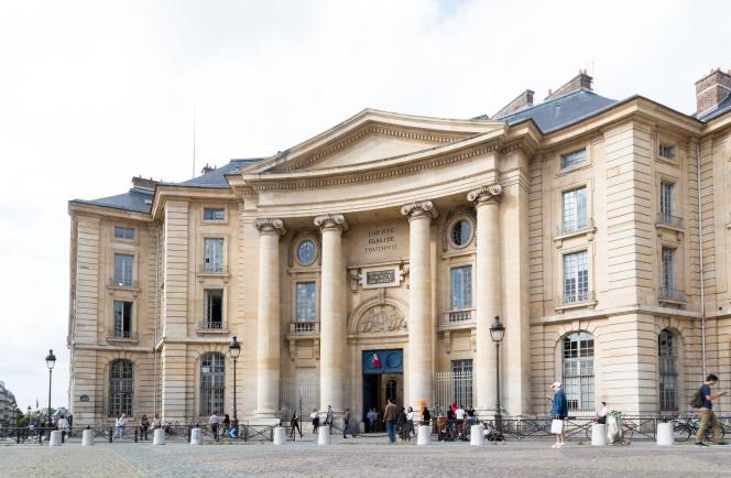L'un des bâtiments de l'université, place du Panthéon, à Paris.