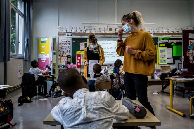 Une enseignante dans une école à Lyon, le 14 mai 2020.