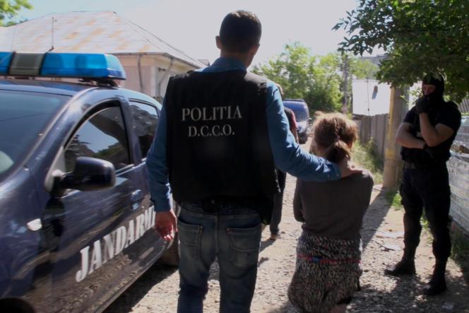 La mendicité exportée de Roumanie apparaît au début des années 1990, explique Olivier Peyroux, sociologue et spécialiste de la traite des mineurs en Europe de l'Est.