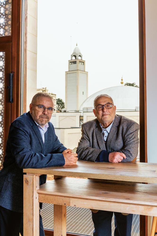 Azzedine Gaci (à gauche), recteur de la mosquée de Villeurbanne, et Kamel Kabtane, recteurde la Grande Mosquée de Lyon, à l'Institut français de la civilisation musulmane, à Lyon, le 6 février.