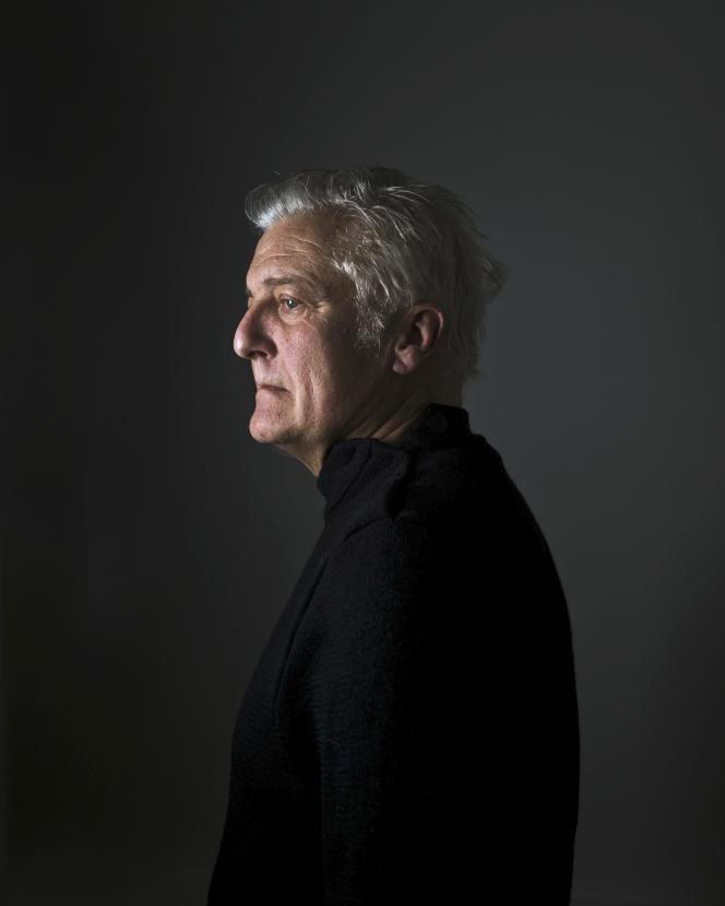 L'écrivain Olivier Cadiot, à Paris, en janvier 2021.