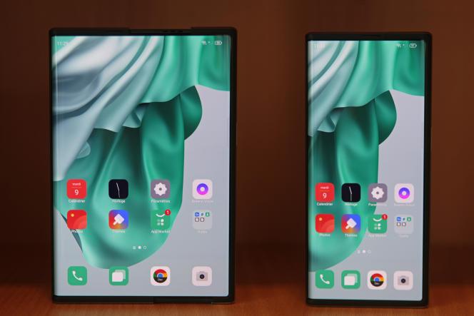 Le prototype de l'Oppo X déplié (à gauche) puis replié (à droite).