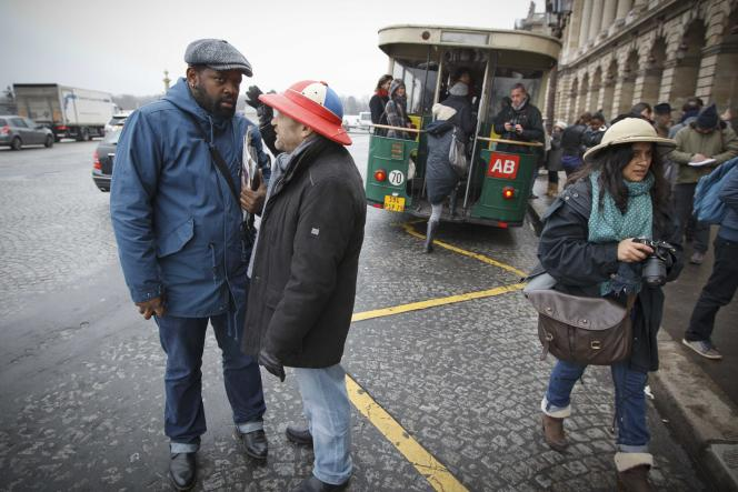 Le Colonial Tour, visite des lieux de mémoire de l'esclavage et de la colonisation, à Paris, à l'occasion de la Semaine anticoloniale et antiraciste, en 2013.