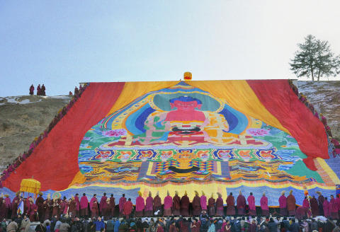 China, Gansu, Amdo, Xiahe, Monastery of Labrang (Labuleng Si), Losar (New Year festival), Display of the giant Thangka