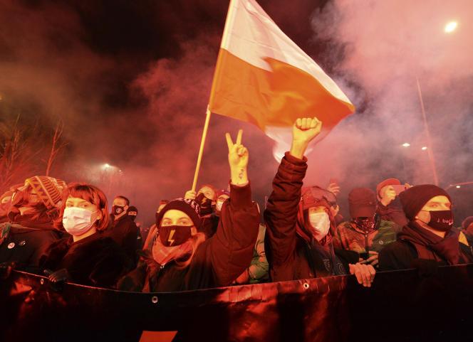 Manifestation contre les nouvelles lois anti-avortement, à Varsovie, en Pologne, le 27 janvier.