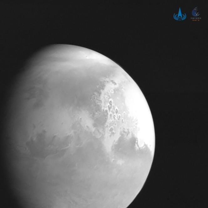 Première photo de Mars prise par la sonde chinoise.