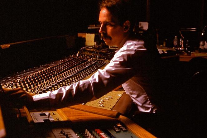 Le « sound designer» Walter Murch mixant le son pour le film «Apocalypse Now» (1979),de Francis Ford Coppola.