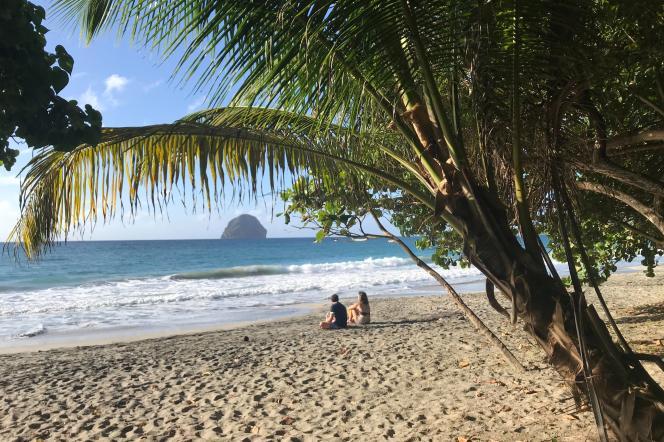 Sur la plage du Diamant, en Martinique, le 25 décembre 2020.