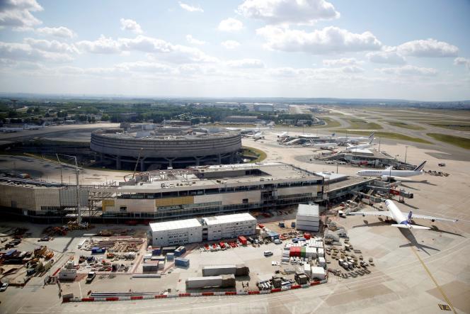 Plusieurs avions sur le tarmac de l'aéroport parisien Roissy-Charles-de-Gaulle, en mai 2020, alors que la pandémie de Covid-19 affecte fortement le secteur aérien.