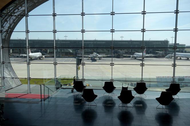 Vue depuis le terminal 2E de l'aéroport Roissy-Charles-de-Gaulle, le 12 mai 2020.
