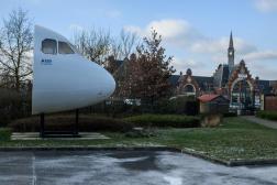La tête d'un avion A320 exposé dans le quartier de la gare d'Albert (Somme), le 10 février.