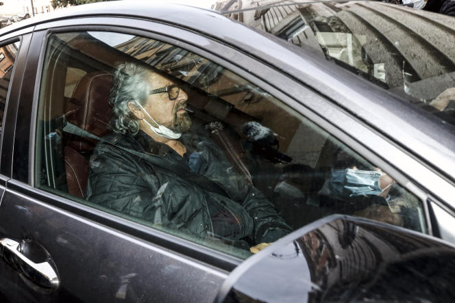 Le cofondateur du M5S, Beppe Grillo, arrivant à la Chambre des députés pour rencontrer Mario Draghi, à Rome, le 6 février.