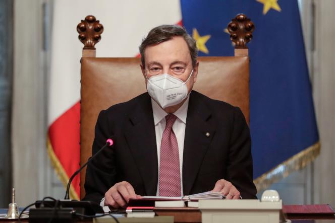 ماریو دراگی ، در اولین جلسه دولت خود ، در 13 فوریه ، در رم.