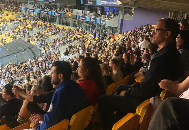Des milliers de personnes assistent à un concert du groupe Six60 le 13 février à Wellington.