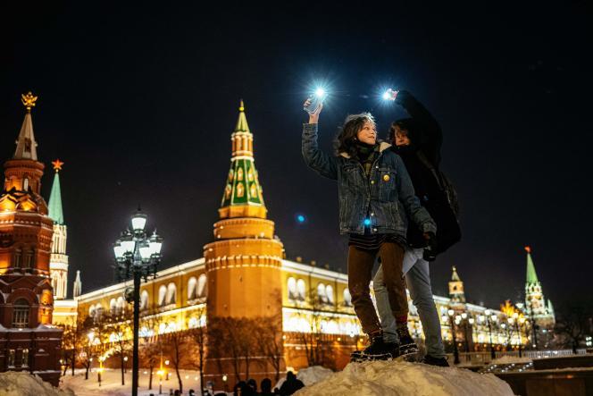 L'équipe d'Alexeï Navalny avait également appelé les habitants des grandes villes à brandir à 20 heures lampes de poches, téléphones ou bougies et à publier les photos de leurs actions sur les réseaux sociaux.