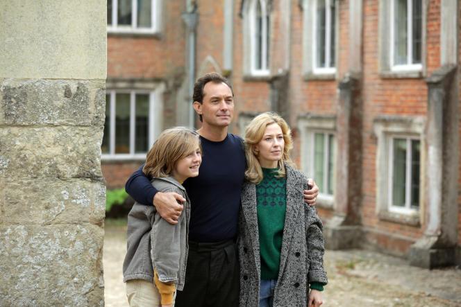 Charlie Shotwell, Jude Law et Carrie Coon dans« The Nest », deSean Durkin.