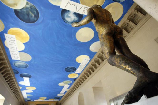 Vue du grand plafond de la salle des bronzes au Louvre peint par Cy Twombly, en mars 2010.