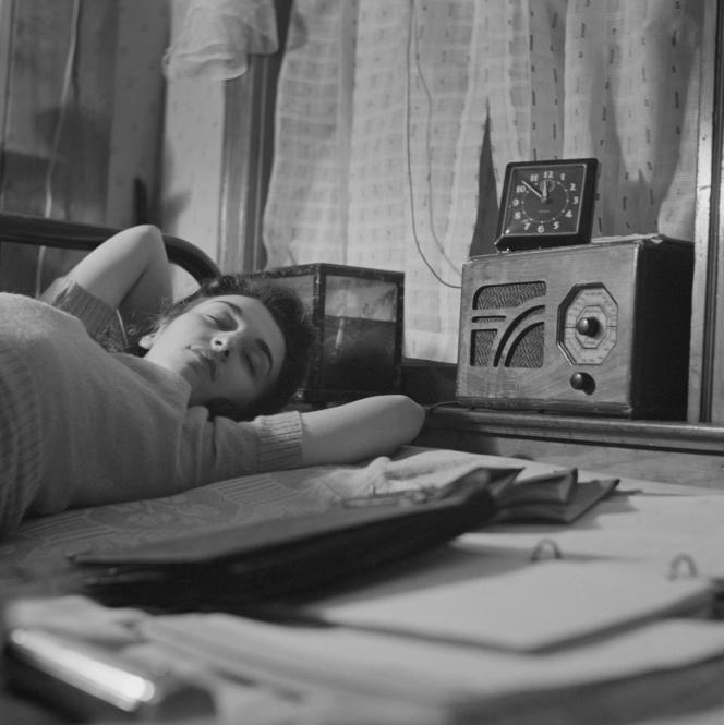 La radio nocturne, dont l'âge d'or se situe entre le milieu des années 1970 et 1980, n'existe quasiment plus aujourd'hui [en illustration: une photographie faite par Esther Bubley (1921-1998), en janvier 1943].
