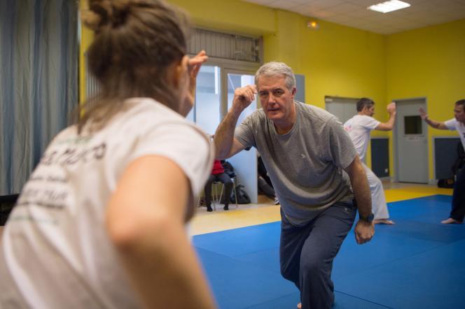 Un cours de capoeira pour des malades de Parkinson, à Marseille, le 8 février 2018.