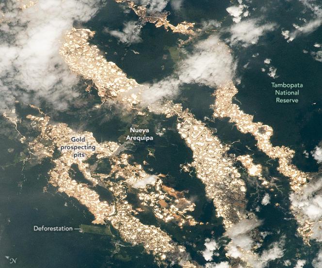 Le cliché, réalisé à l'aide d'un téléobjectif de 400 mm depuis la Station spatiale internationale, fait apparaître les« rivières d'or».