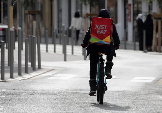 Un livreur Just Eat, à Nice, le 16 février.