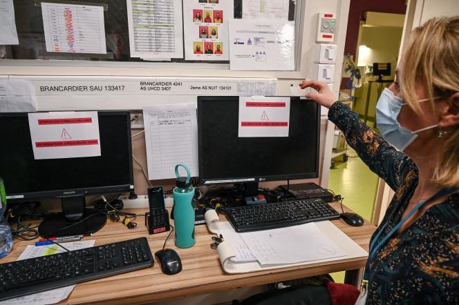 A l'hôpital de Villefranche-sur-Saône au lendemain de la cyberattaque, le 16 février.Afin de limiter la propagation du virus, les accès au système d'information et à Internet ont été coupés, et les postes de travail déconnectés.