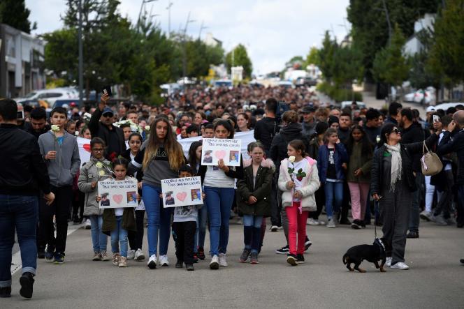 Lors d'une marche blanche en mémoire de l'enfant mort dans l'accident, le 13 juin 2019 à Lorient.