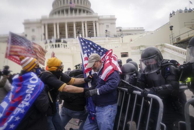 Lors de l'assaut des partisans de Donald Trump sur le Capitole, à Washington D.C., le 6 janvier.