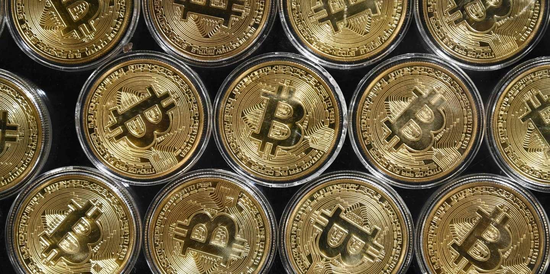 Économie Le bitcoin a dépassé les 50 000 dollars - Le Monde