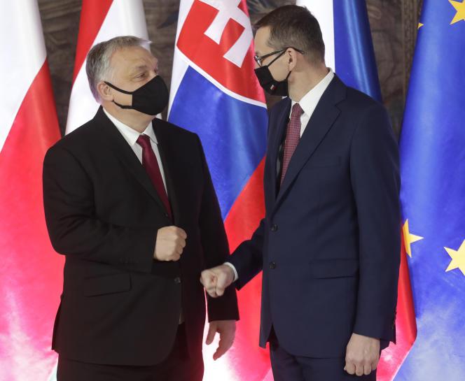Polski premier Matzos Moraveki był w Krakowie 17 lutego 2021 ze swoim węgierskim rywalem Victorem Orbanem.