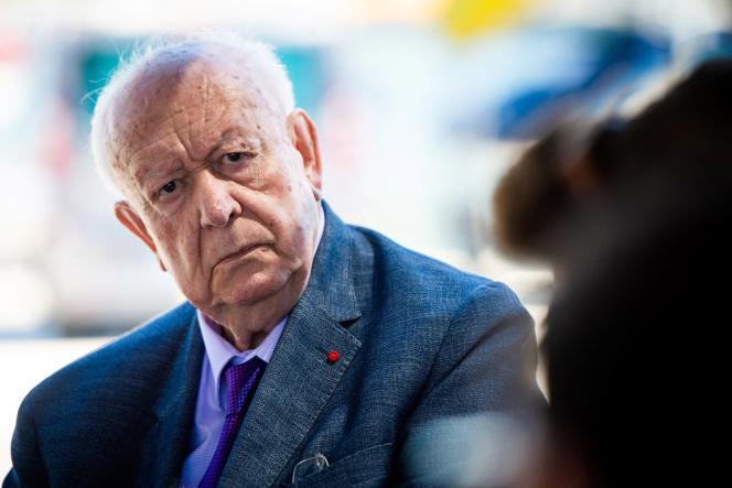 Jean-Claude Gaudin lors d'une visite de la future base nautique olympique à Marseille, en juin 2020.