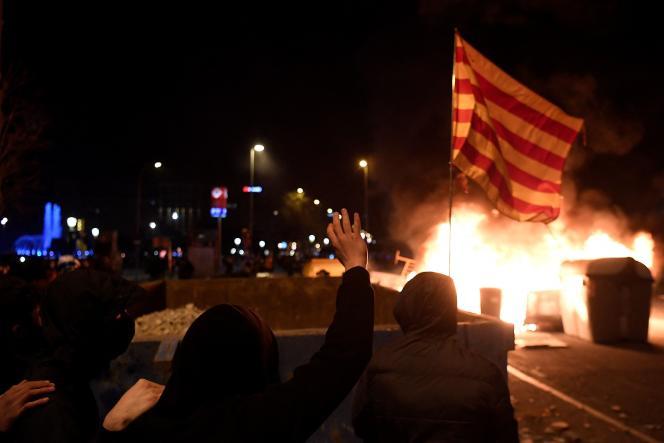 En marge de la manifestation de soutien au rappeur Pablo Hasel à Barcelone, le 17 février.