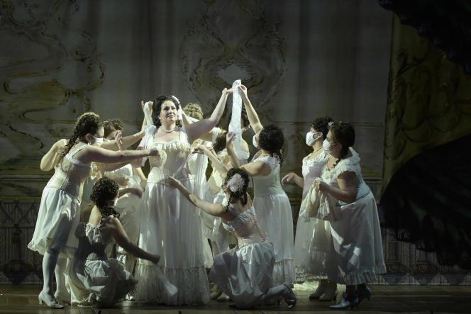 KseniaDudnikova (au centre) dans le rôle d'Amnéris, lors d'une représentation d'«Aïda», de Verdi, mise en scène par Lotte de Beer, à l'Opéra Bastille, le 12 février 2021.