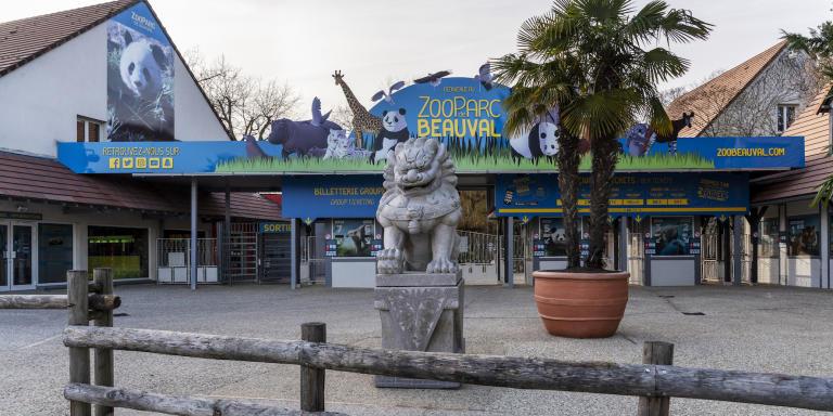 Le samedi 13 février 2021 à Saint-Aignan (Loir-et-Cher), l'entrée Sud (principale) du ZooParc de Beauval fermé et donc vide de monde pour cause de crise sanitaire.