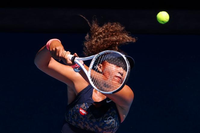 Naomi Osaka contre Serena Williams, lors de la première demi-finale du simple féminin de l'Open d'Australie, à Melbourne, le 18février.
