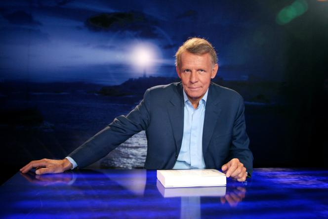 Le journaliste Patrick Poivre d'Arvor sur le plateau de «Vol de nuit » en 2007.