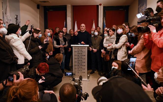 Nika Melia, dirigeant du MNU, parti de l'ex-président en exil Mikheïl Saakachvili, lors d'une conférence de presse au siège de son parti à Tbilissi, le 17février.