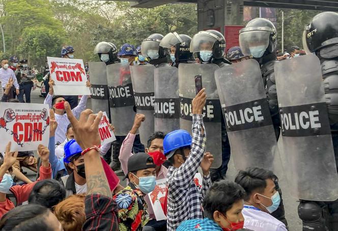 Lors d'une manifestationà Rangoun, en Birmanie, le 18 février.