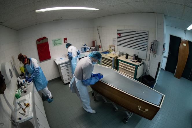 Dans la chambre mortuaire de l'hôpital Bichat à Paris, le 29 janvier.