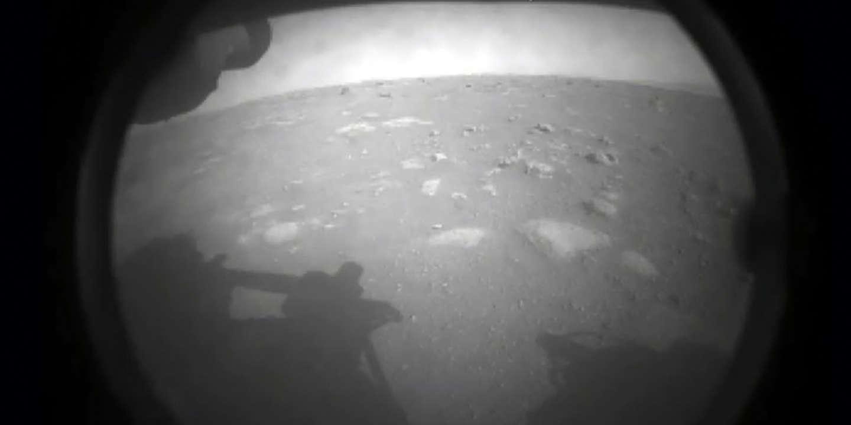 Mars 2020 : le rover Perseverance s'est posé sur la Planète rouge, devenant le cinquième rover à réussir ce périple depuis 1997 - Le Monde
