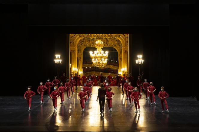Pendant unerépétition du défilé du Ballet de l'Opéra national de Paris, en janvier2021, pour la captation du gala de danse de la saison 2020-2021.
