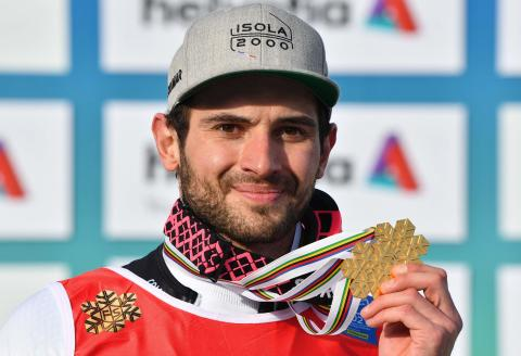 Gold medalist French Mathieu Faivre poses with his medals on the podium after the Men's Giant Slalom event on February 19, 2021 at the FIS Alpine World Ski Championships in Cortina d'Ampezzo, Italian Alps. / AFP / Andreas SOLARO