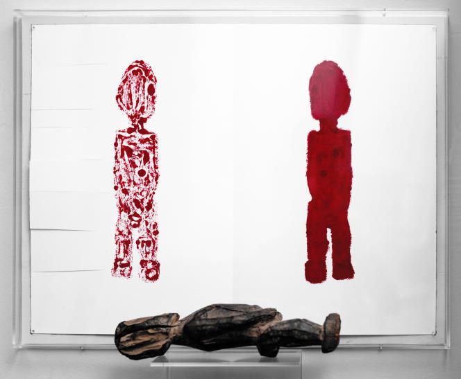 «Bateba LOBI en Fang»(2020), de Sarkis. Rouge à lèvres sur papier, 46 × 61 cm, et statuette de 32 cm de haut.
