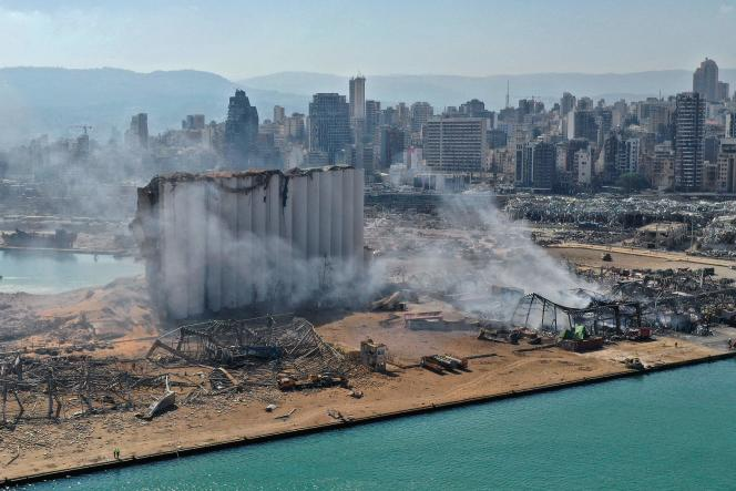 Vue aérienne montrant les dégâts causés aux silos à grains du port de Beyrouth, le 5 août 2020, après la double explosion subie dans la capitale libanaise.