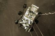 Le rover Perseverance au-dessus du sol martien, le18février.