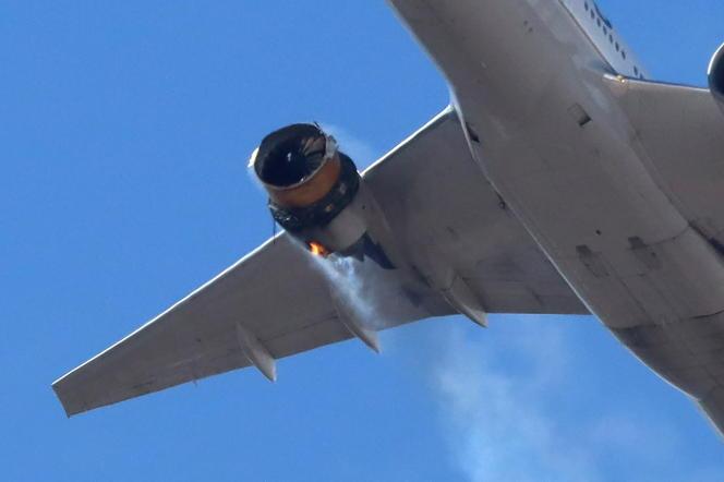 Le vol UA328 de la compagnie United Airlines a vu son réacteur droit prendre feu, peu après son décollage de l'aéroport de Denver (Colorado), samedi 20 février.