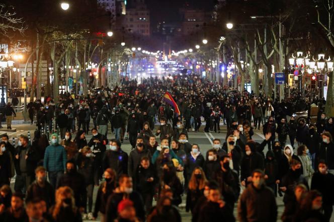 Au total, près d'une centaine de personnes ont été arrêtées depuis mardi et de nombreuses autres blessées