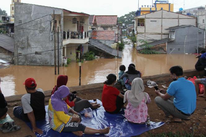 Más de 1.300 personas fueron evacuadas luego de que el nivel del agua en algunas áreas alcanzara casi los dos metros.