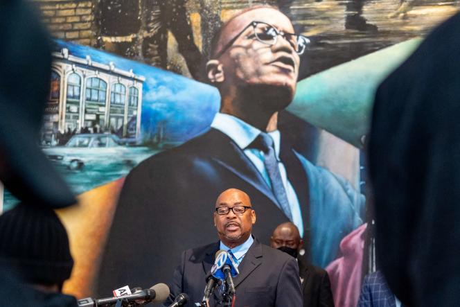Conférence de presse à New York samedi 20 février, devant un portrait de Malcolm X, tenue par Reggie Wood, membre de la famille de Ray Wood, le policier qui a écrit une lettre ayant accusé les forces de l'ordre de complicité dans le meurtre de l'activiste afro-américain.